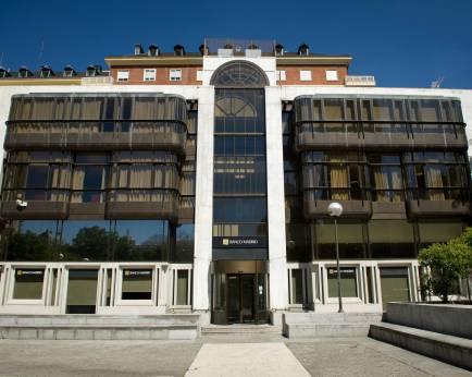 Els ultres d'Hogar Social okupen l'antiga seu de Banco Madrid