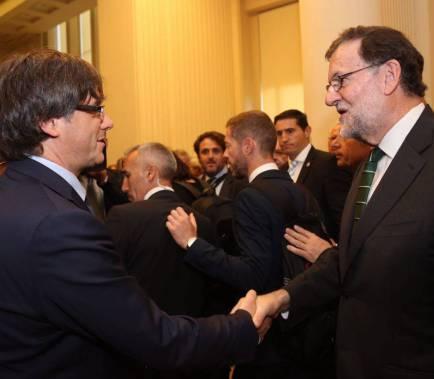 Puigdemont envia una carta a Rajoy per negociar el referèndum