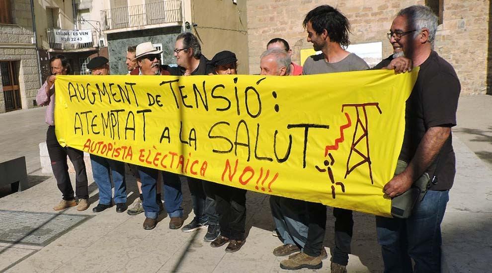 Fortes crítiques dels opositors a la MAT de Ponent al govern català