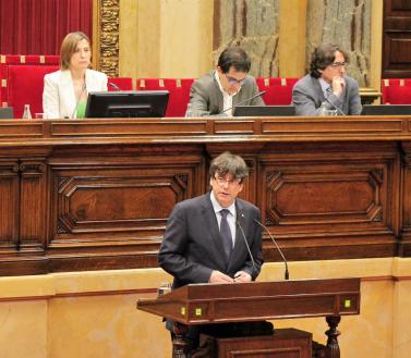 Puigdemont nega favoritismes en les contractacions de Convergència