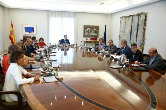 Rajoy porta la llei del referèndum al TC