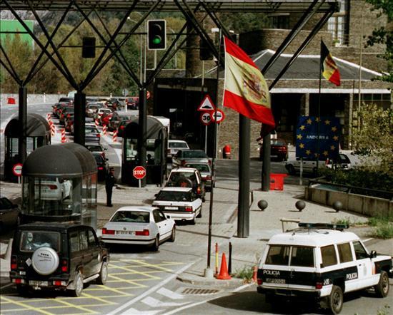 Andorra s'alinea amb l'Espanya constitucional