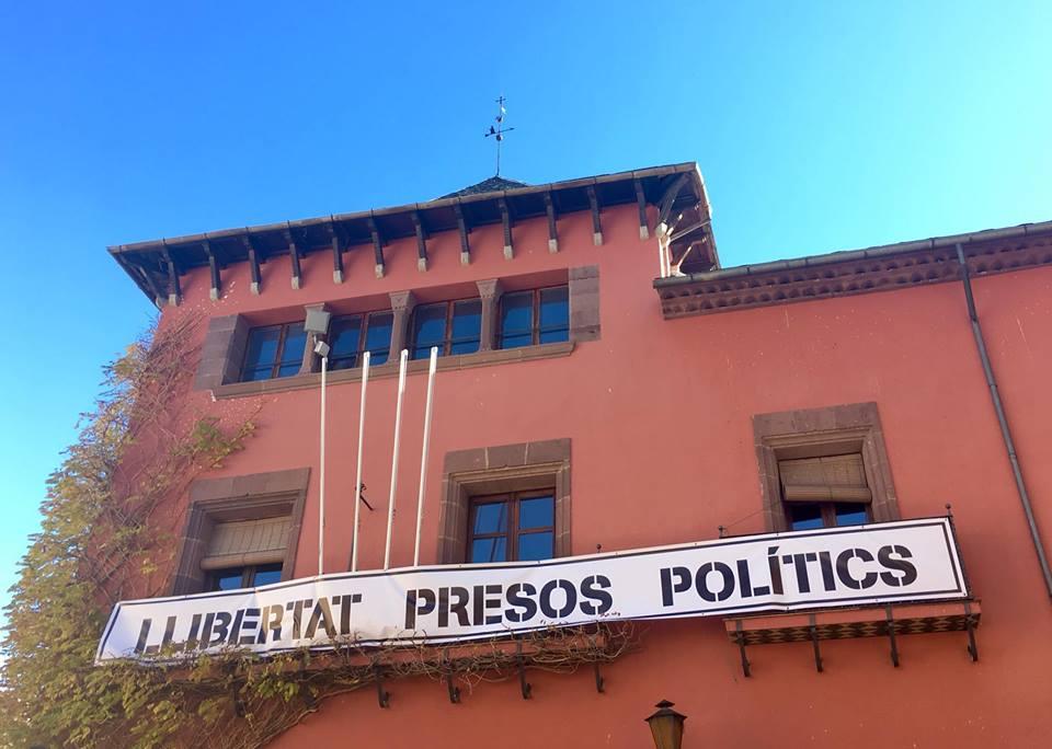 La Junta electoral ordena a Batalla la retirada de les pancartes i llaços grocs
