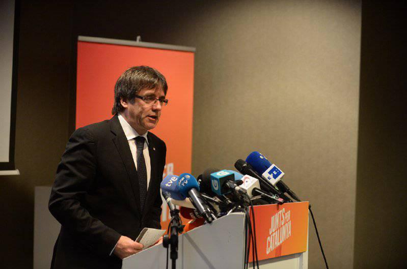 """Puigdemont carrega contra Rajoy i """"el tripartit del 155"""""""