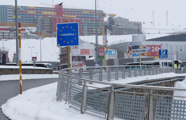 França treu 'els fums' a Andorra