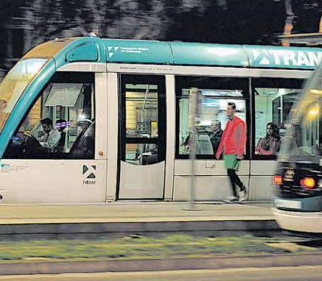 Mobilització contra el bloqueig polític al tramvia