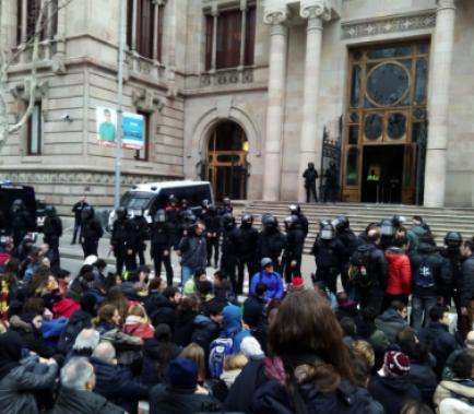 Catorze detinguts per bloquejar el TSJC