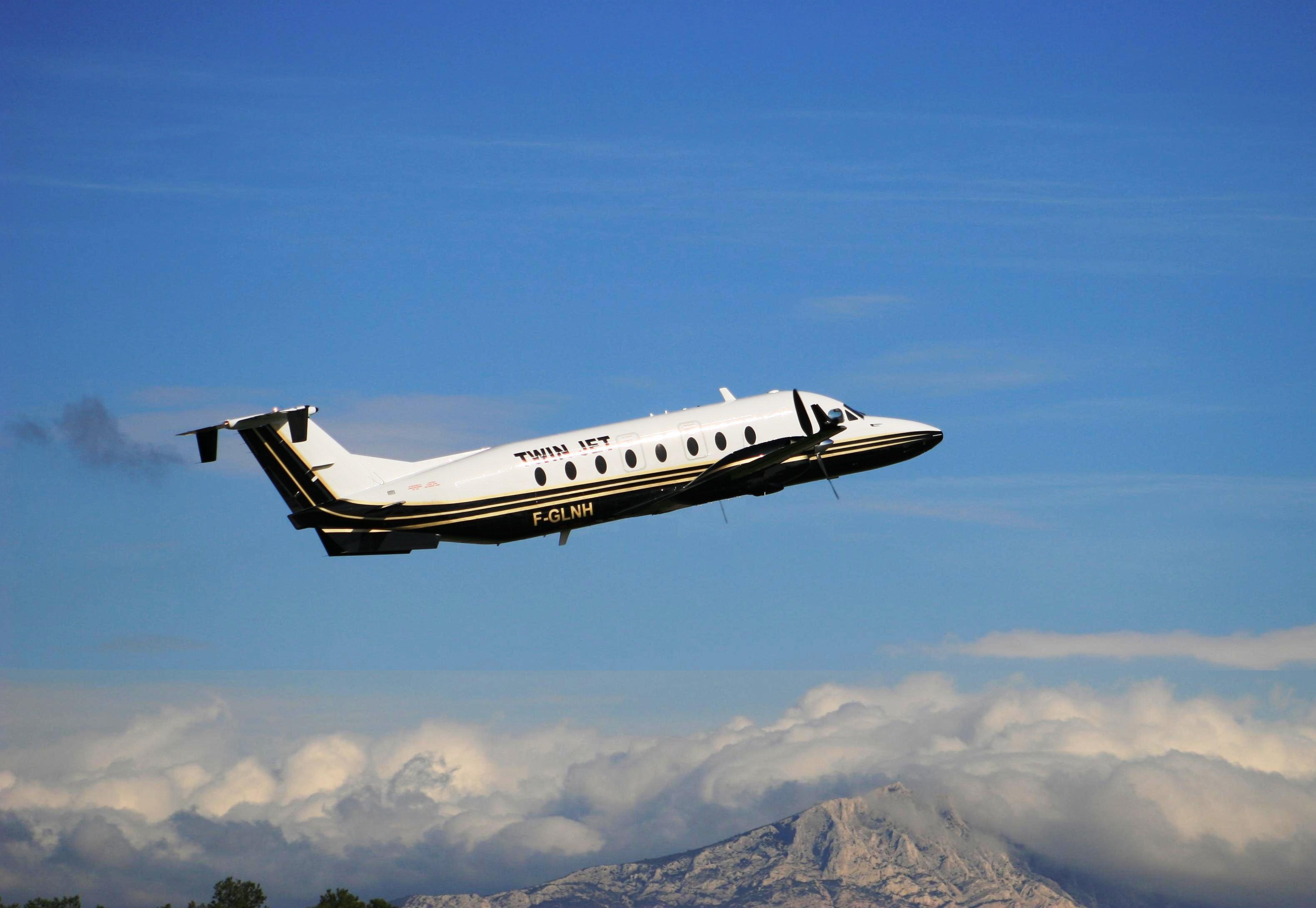 Els turistes dels primers vols de Regina Tours s'allotjaran íntegrament a Andorra