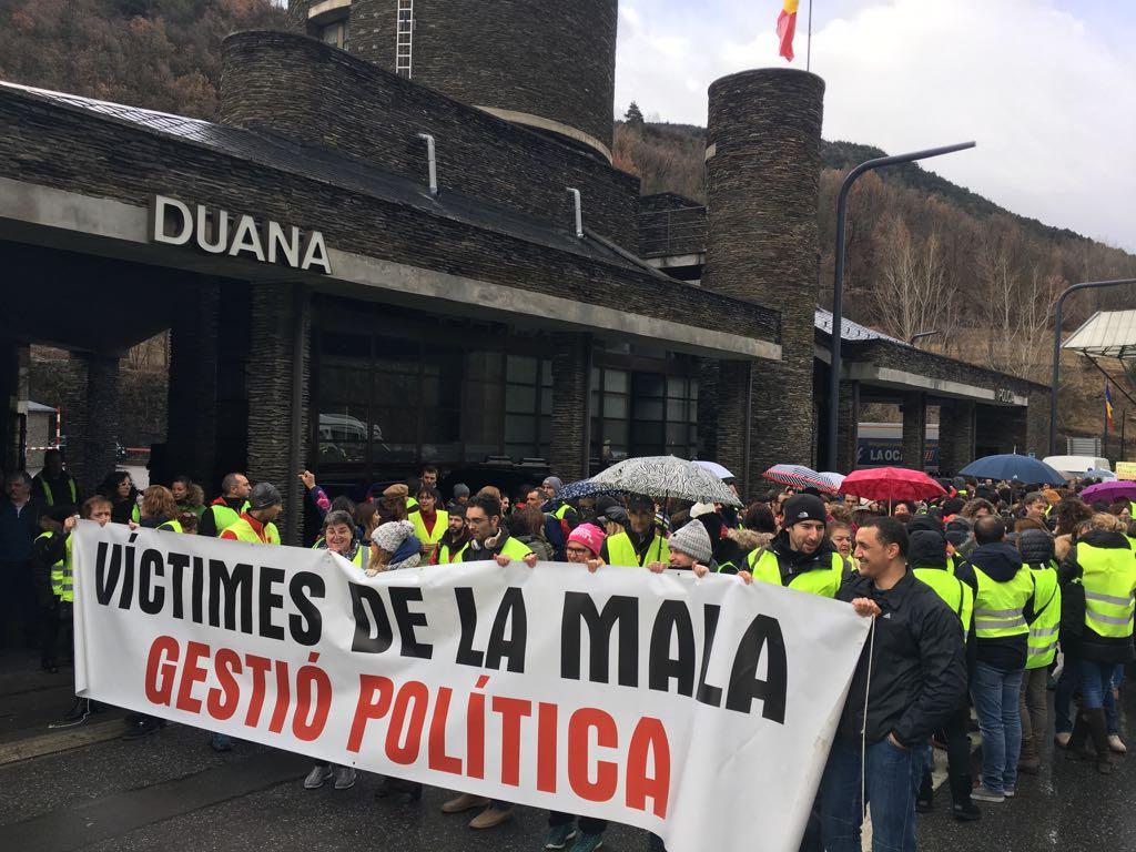 Els funcionaris giren l'esquena al govern de Martí amb una vaga majoritària