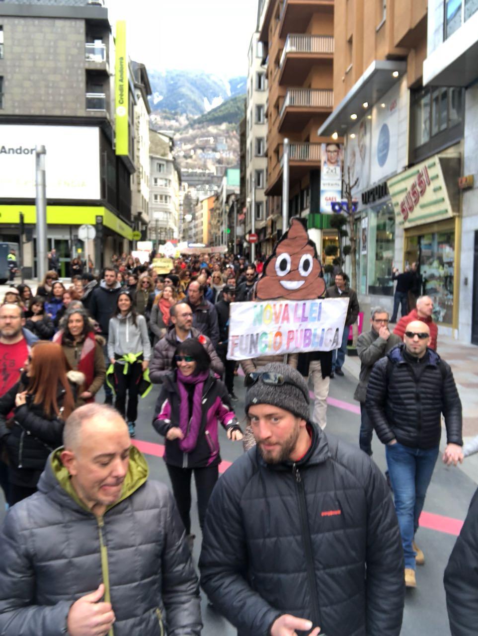 Contundent resposta a Martí: Prop de 1.500 persones es manifesten per Carlemany
