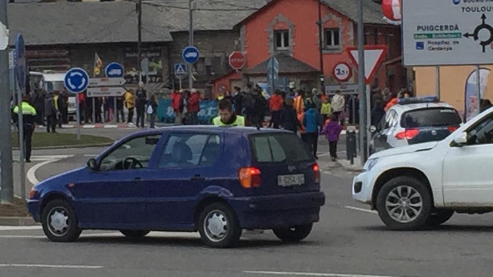 Un centenar de persones tallen la frontera amb Puigcerdà