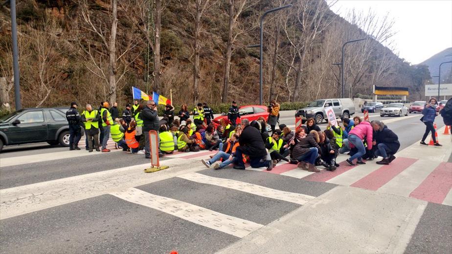 Els sindicats estudien prorrogar la vaga dels funcionaris fins al 20 d'abril