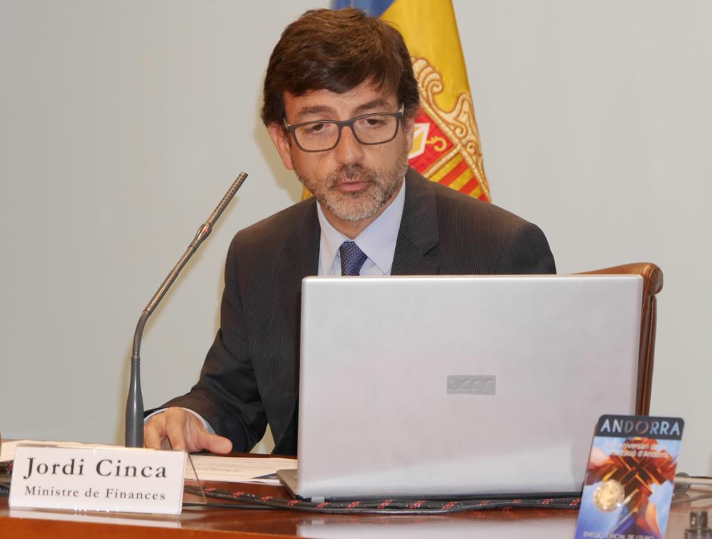 La justícia espanyola recorda al ministre Cinca l'existència del dret a la informació