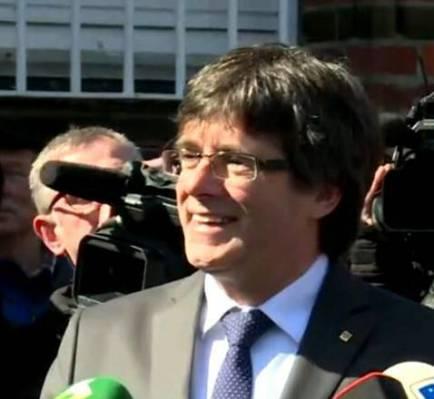 """Carles Puigdemont denuncia els """"dracs"""" de l'exili i la censura"""