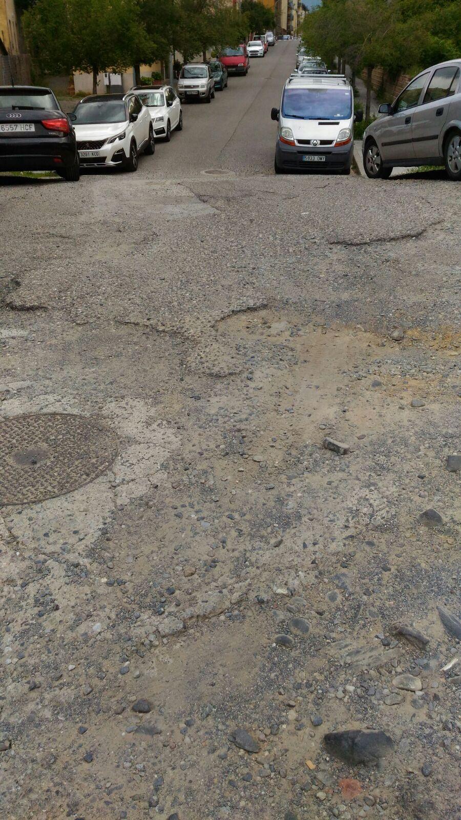 El carrer Monturull de la Seu fet un nyap