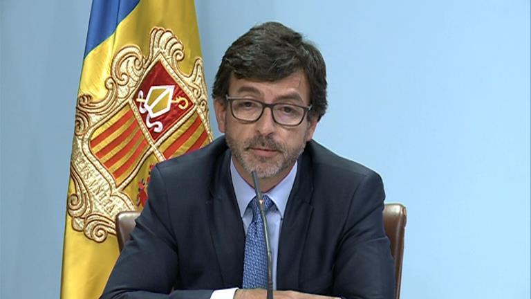 Grans clients de Crèdit Andorrà ofeguen el banc
