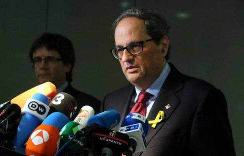 """Torra demana a Rajoy que fixi """"lloc, dia i hora"""""""