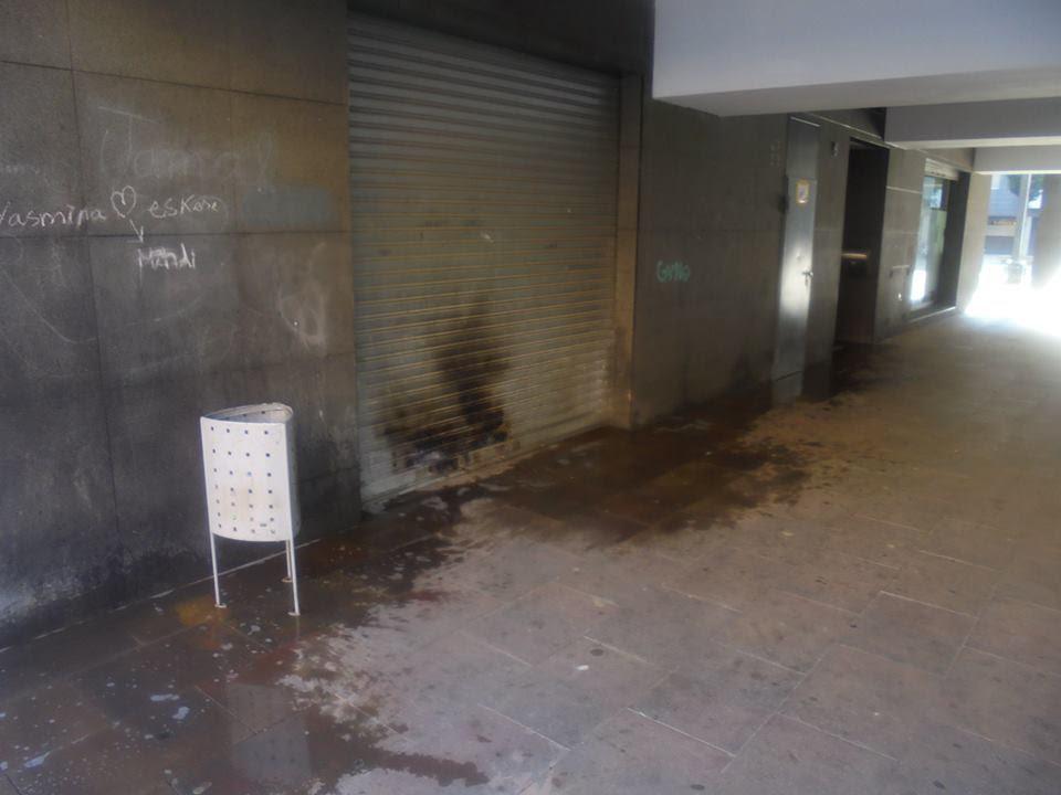 Incivisme, brutícia i foscor a la plaça del Codina de la Seu