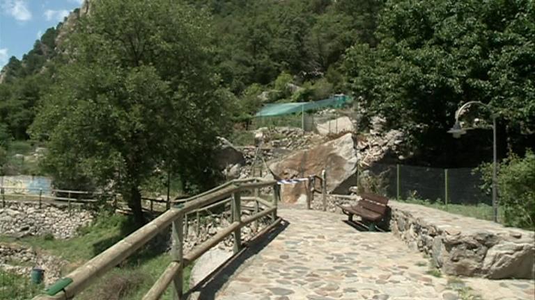 Esllavissada de roques al Rec del Solà a Santa Coloma