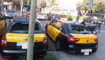 Apareixen 18 taxis amb els vidres trencats a Barcelona i rodalia