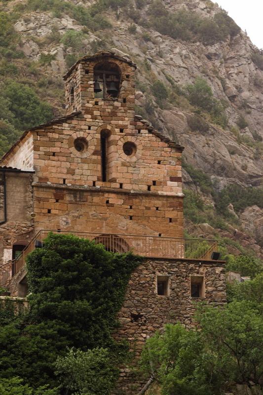 Despreniments de roques obliguen a tallar l'accés a l'ermita d'Arboló