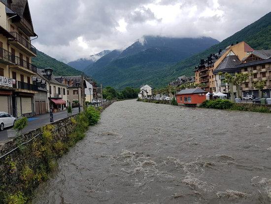 El Síndic investiga d'ofici l'esllavissada de terra argilosa sobre el riu Garona a l'Aran