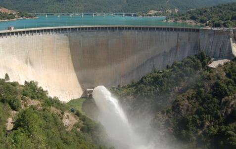 El pantà de la Baells allibera cabal d'aigua per evitar crescudes sobtades del Llobregat