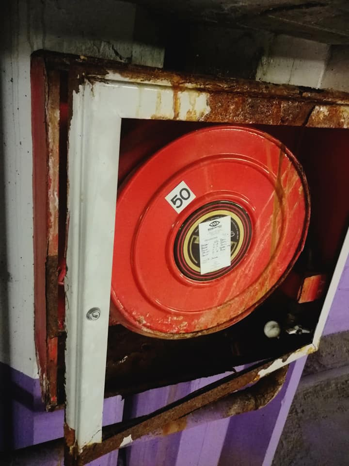 Queixes veïnals per l'estat dels extintors d'incendis del pàrquing de Caldea