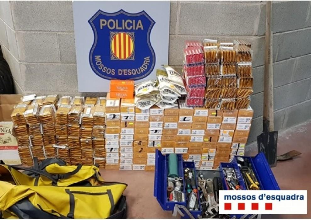 Enxampen a Sort un turisme amb més de 2.000 paquets de tabac de contraban