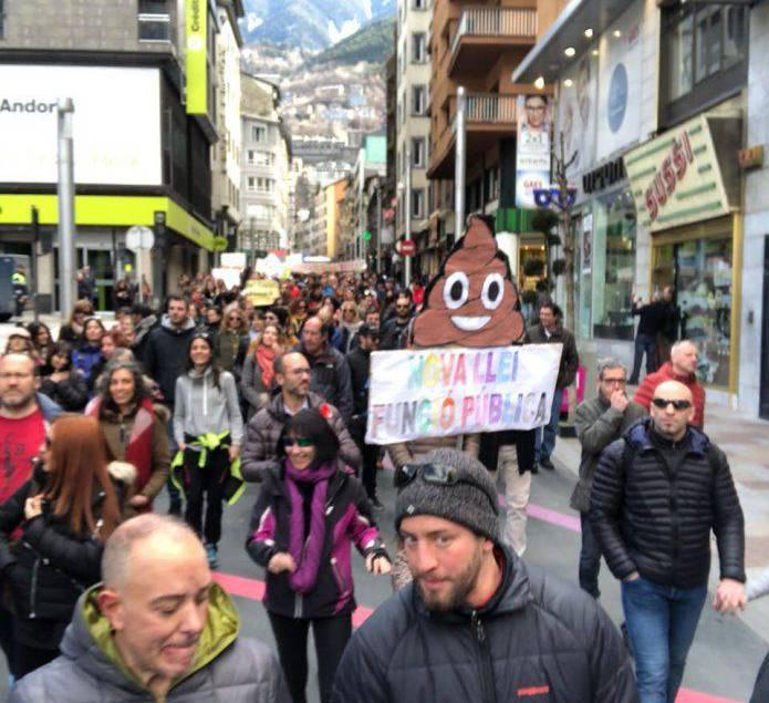 La 'concentració' de protesta per les noves lleis sociolaborals està sent un èxit a les xarxes
