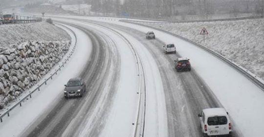 La neu i el gel afecten una vintena de carreteres de l'Alt Pirineu, Aran i Cerdanya