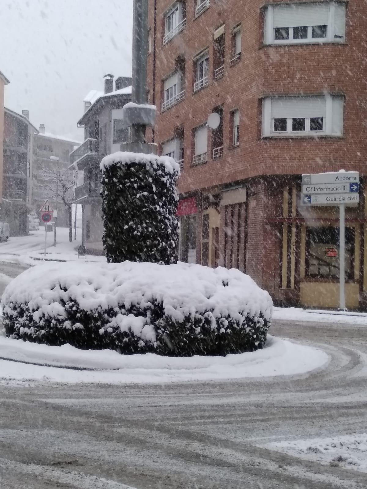 Neu i vent compliquen la mobilitat a Andorra i resta del Pirineu i Prepirineu