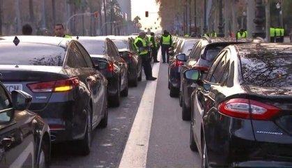 Segueix la protesta de VTC mentre acaba la dels taxis