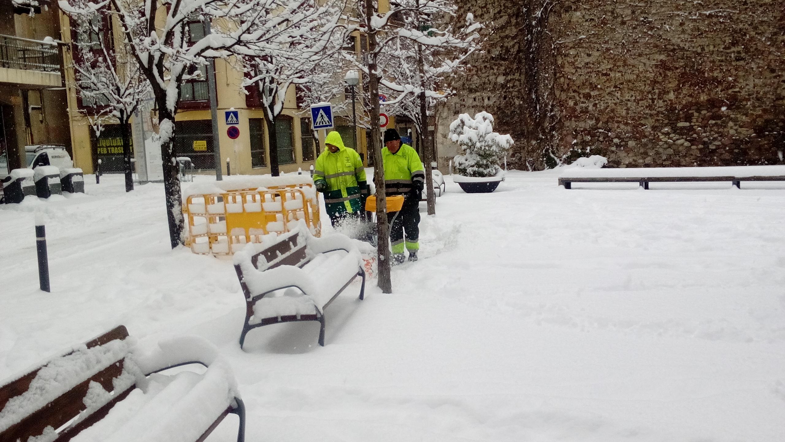 Els operaris denuncien roba i calçat inadequat per retirar la neu de la Seu d'Urgell