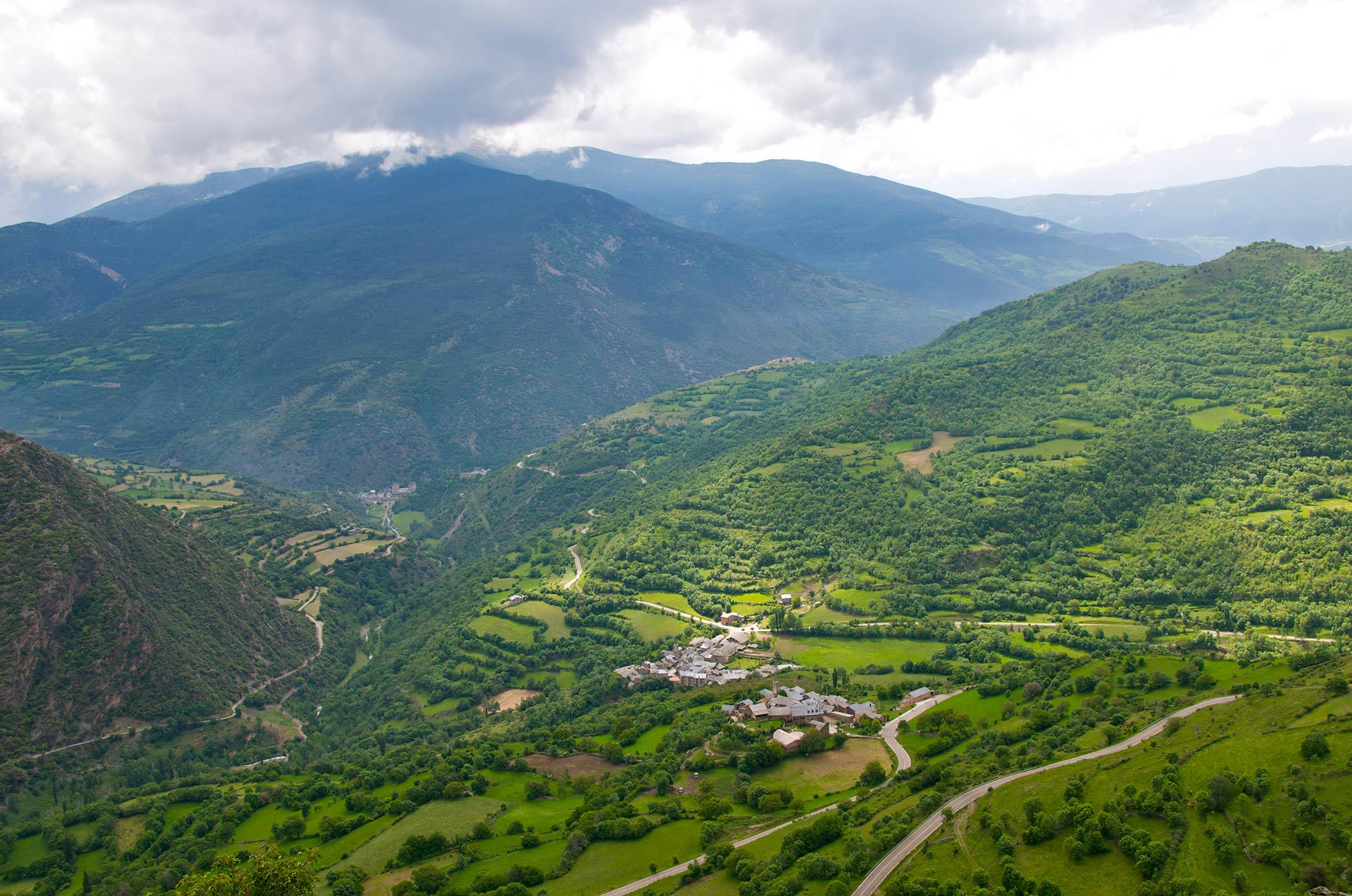 Descobreixen a la Vall d'Àssua centenars de gravats a la pedra de l'Edat mitjana