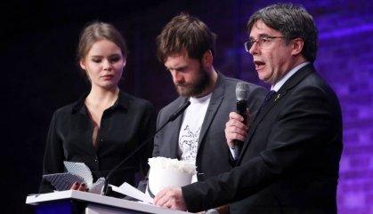"""Dos directors guardonats retornen un premi perquè els l'ha lliurat Puigdemont """"per sorpresa"""""""