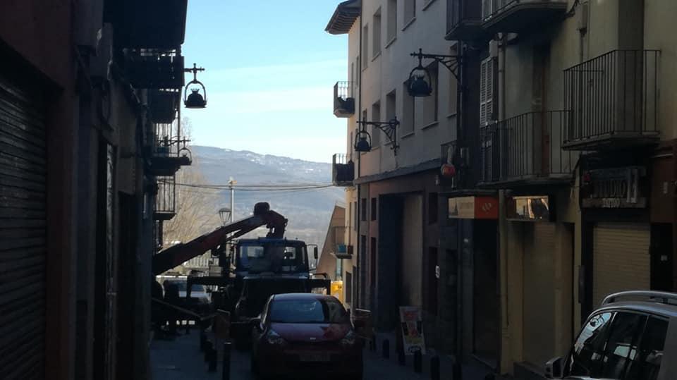 Per fi: Endesa canvia el transformador d'Escoles Pies de Puigcerdà