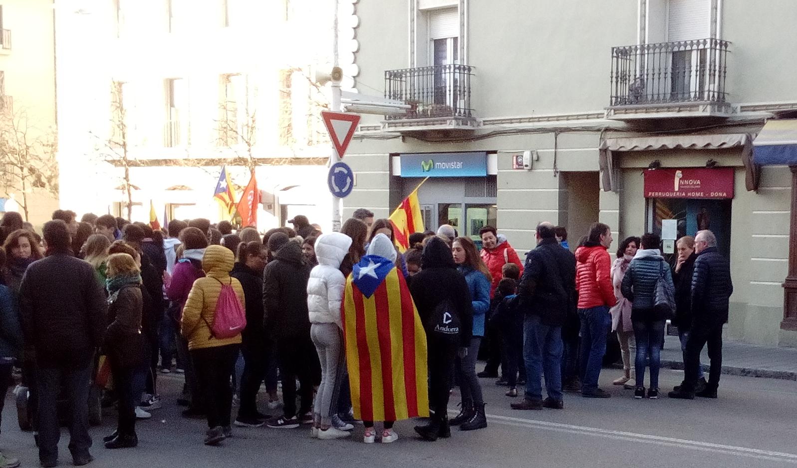 Un centenar de concentrats i seguiment minoritari de la vaga a la Seu d'Urgell