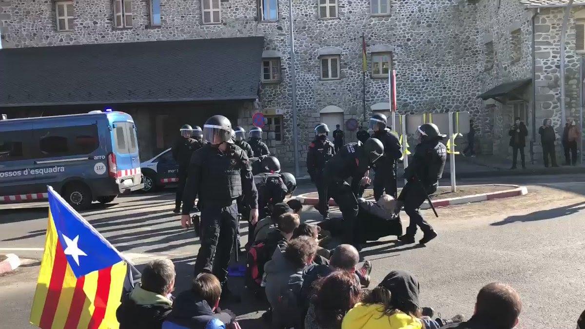 Els Mossos reobren la frontera de Puigcerdà amb França