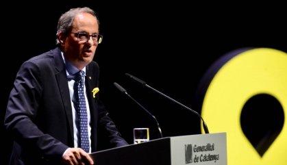El Govern de Quim Torra farà cas al Síndic i retirarà els llaços grocs