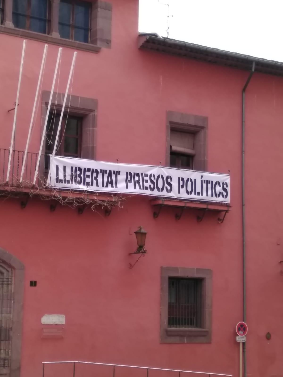 Ciutadans reclama que l'ajuntament de la Seu retiri la simbologia independentista