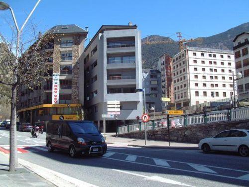 Pels núvols els preus dels pisos de lloguer i venda a Andorra