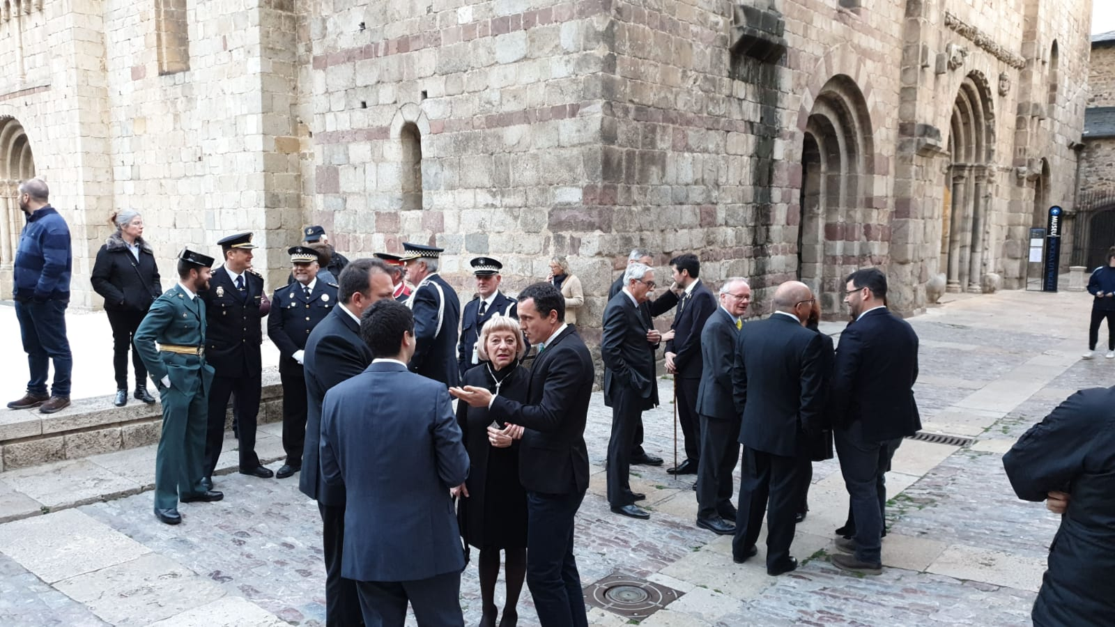 El bisbe Vives evita els polítics, i l'equip del PDECat i ERC als edils de l'oposició