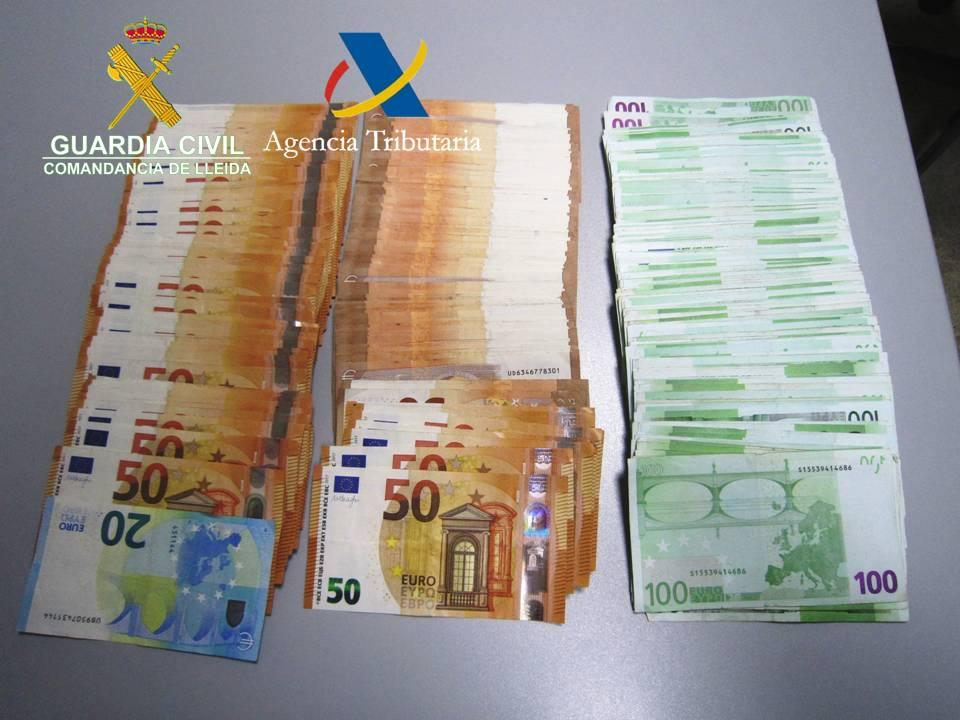 Una dona de 75 anys procedent d'Andorra  pretenia passar 30.000 euros per la duana