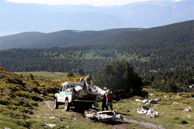 Retiren les restes d'una avioneta que fa mig segle va aterrar a Guils de Cerdanya