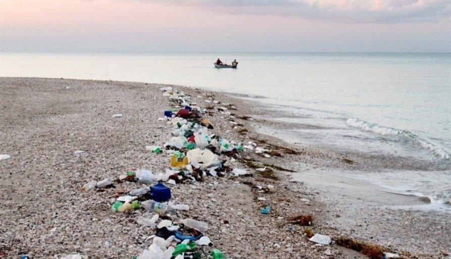 La costa barcelonina, segona amb més abocaments de plàstics al Mediterrani