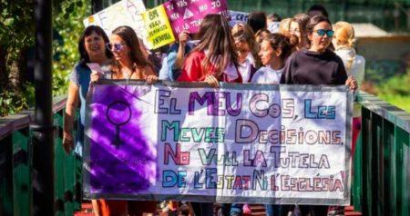 Organitzen un viatge en bus a Andorra per exigir la despenalització de l'avortament