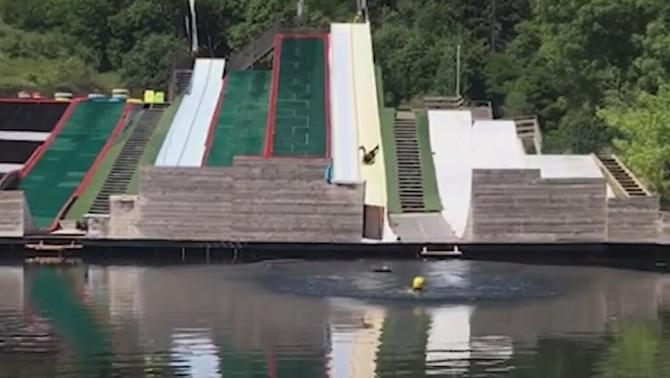 Una noia d'Alp queda en coma per un accident en un tobogan d'un parc aquàtic d'Er