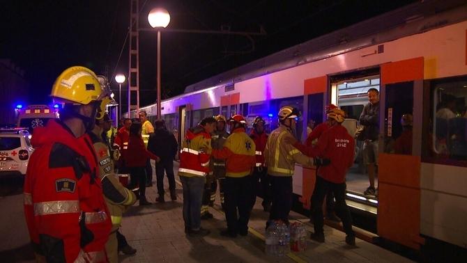Treballs per encarrilar el tren accidentat i bus alternatiu entre Ribes i Puigcerdà
