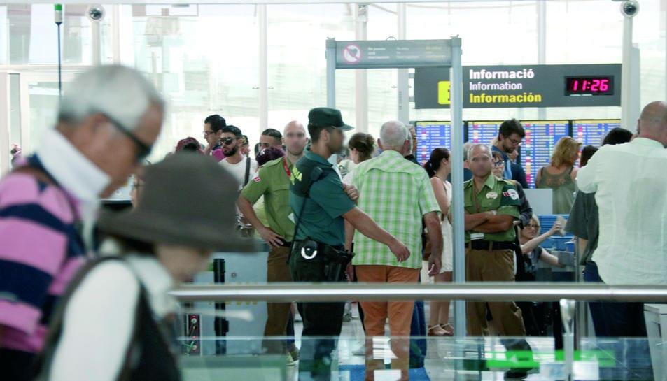 Cap de setmana de vaga del personal d'Iberia a l'aeroport del Prat